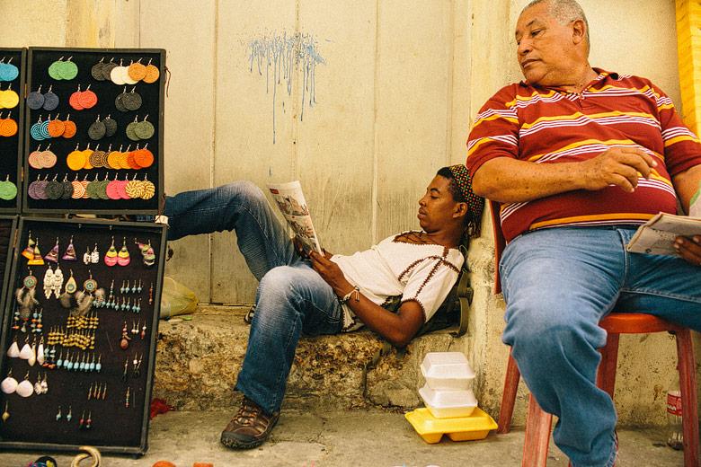 Vendedores callejeros en Cartagena de Indias, Colombia