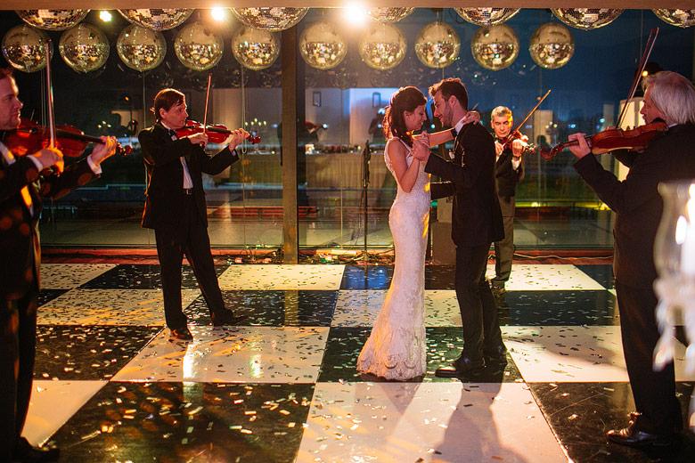 Baile del vals con cuarteto de violines en el Hipodromo Argentino de Palermo