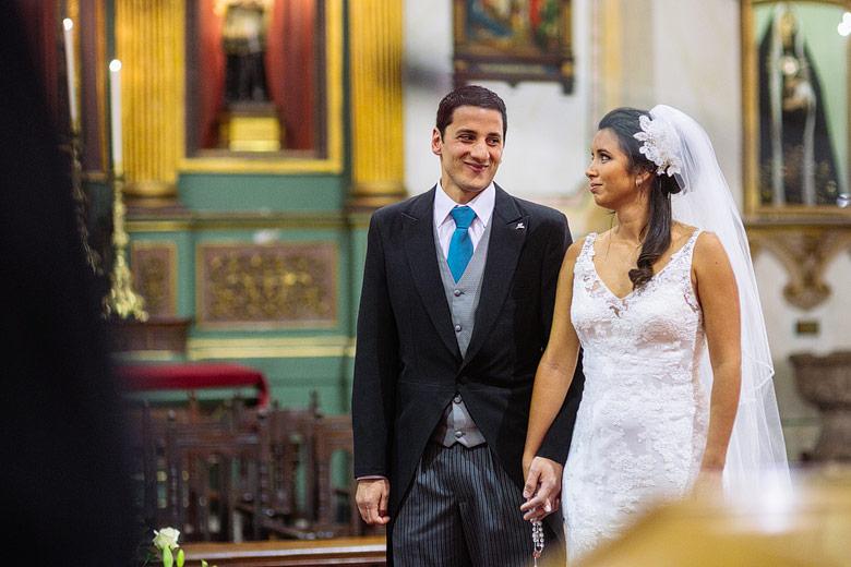 Fotografia descontracturada de casamiento en Catedral de Montevideo, Uruguay