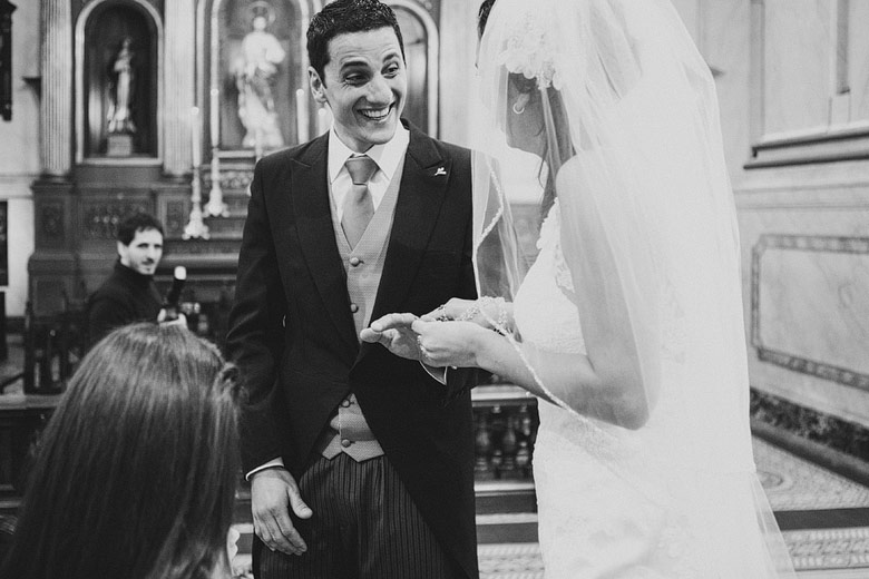 Fotografia divertida de casamiento en Uruguay