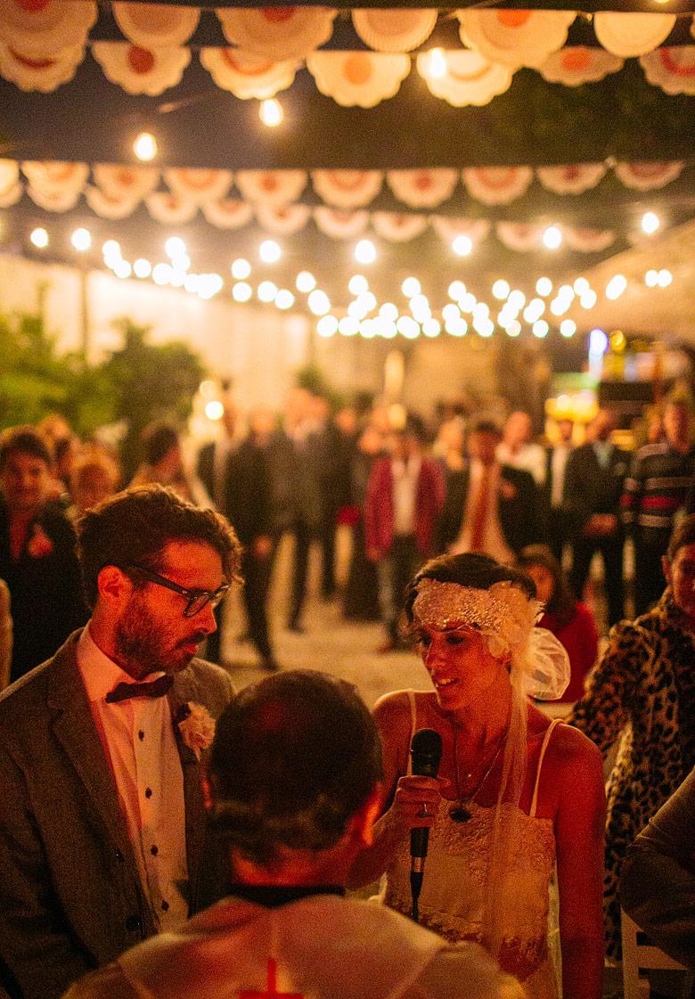 Fotos de casamiento de noche con luz de guirnalda de bombitas