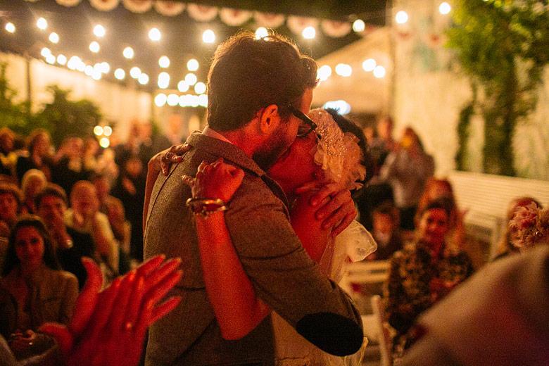 Ceremonia de casamiento en el Galpon de Milagros