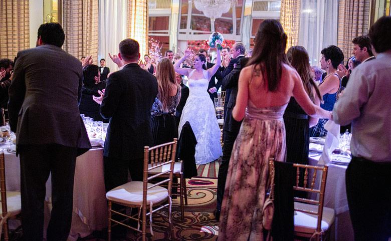 Entrada de los novios en casamiento en el Marriot Plaza Hotel Buenos Aires