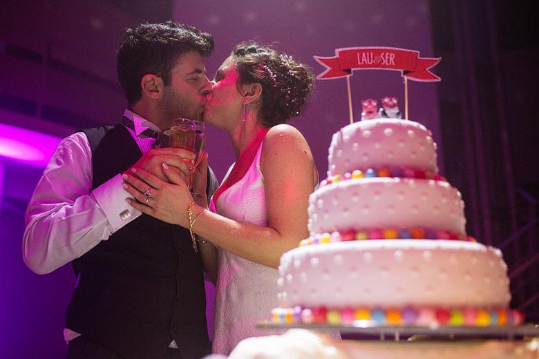 Torta de casamiento divertida y simple