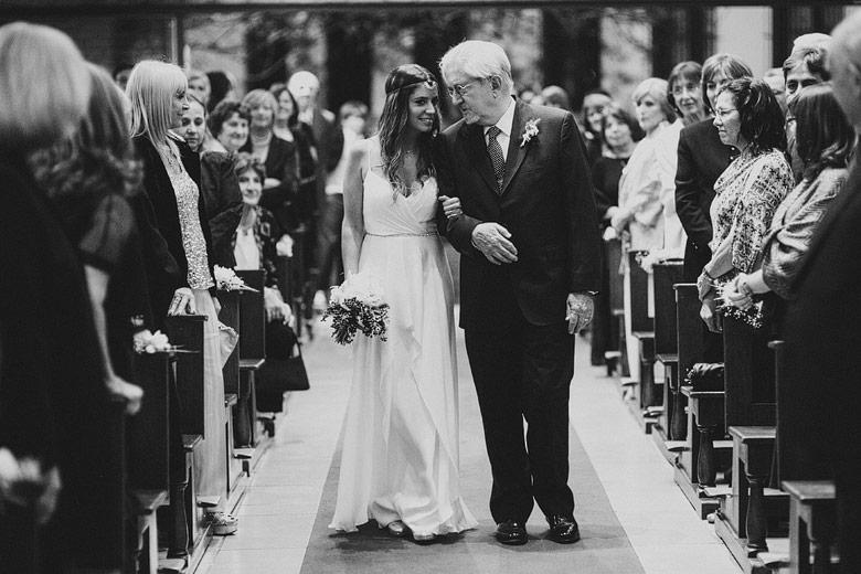 Entrada de la novia al casamiento en la Parroquia San Juan Bosco de San Isidro
