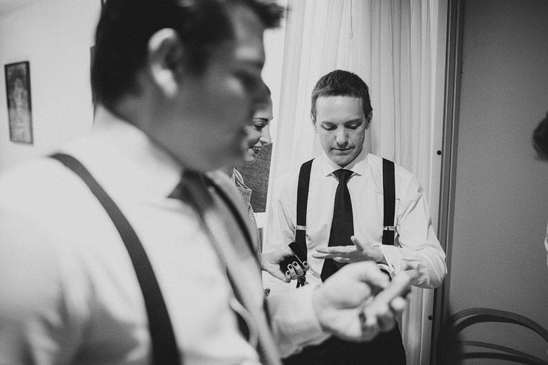 Backstage de la previa del novio en su casamiento