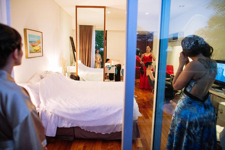 Fotografo en el getting ready de la novia previo a la boda