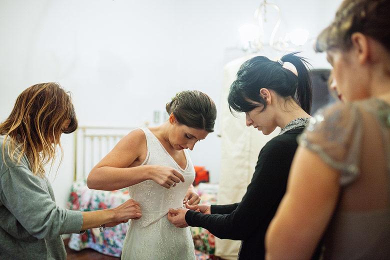 Getting ready de la novia en boda en Estancia Carabassa