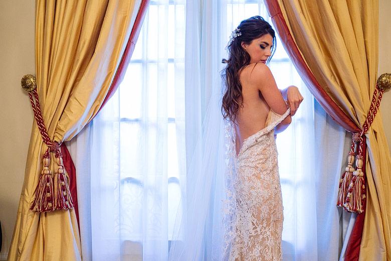 Fotos de la postura del vestido de casamiento por Gabriel Lage