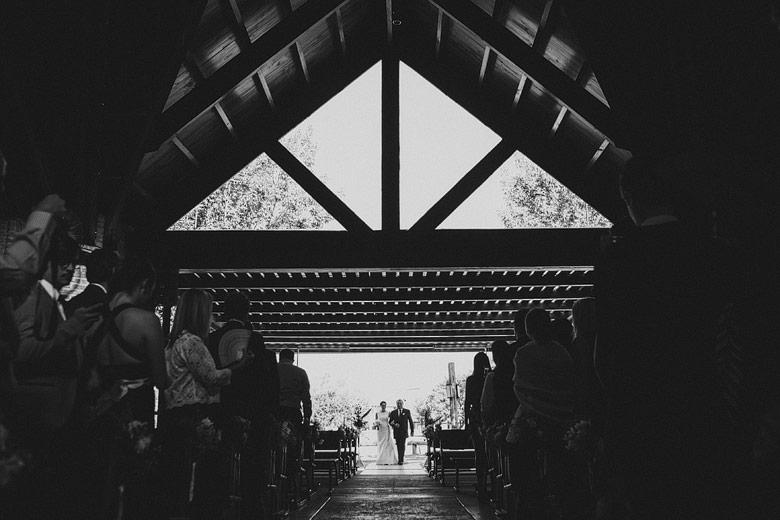 fotos de casamiento en la capilla santa teresita de moorlands