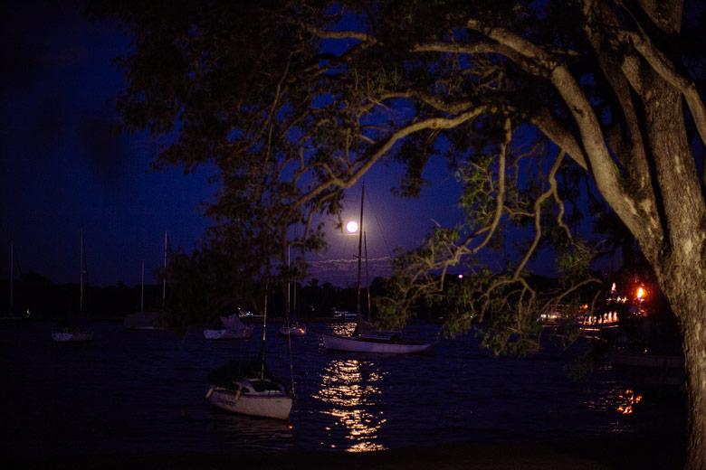 fotos nocturnas del yacht club argentino de san fernando