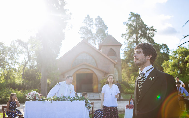 ceremonia religiosa de casamiento enla capilla de Estancia Santa Elena