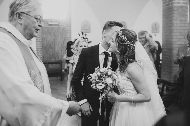 fotos de casamiento en la iglesia San Luis Gonzaga