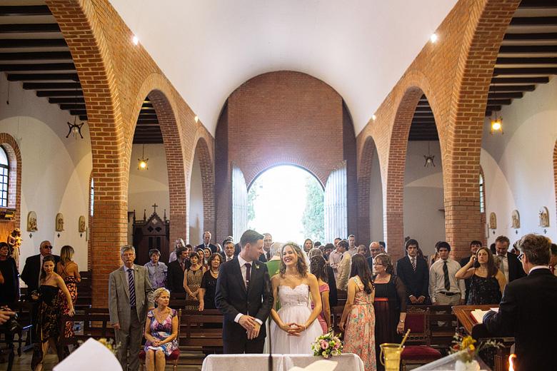 fotos de casamiento diurno en la parroquia san luis gonzaga