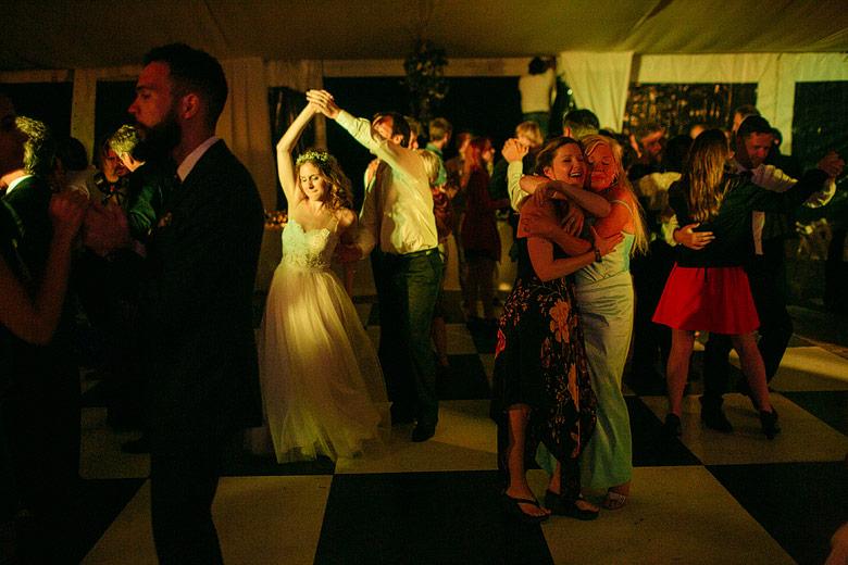 fotos del baile de casamiento en estancia santa elena