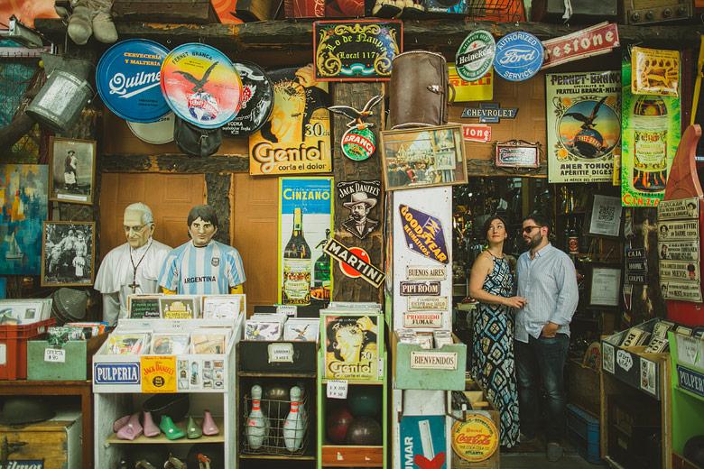 sesion de fotos de compromiso en el mercado de pulgas de buenos aires