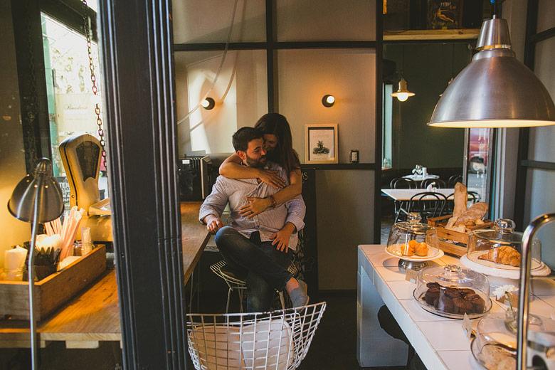 sesion de fotos de compromiso en la panaderia Comite de Palermo
