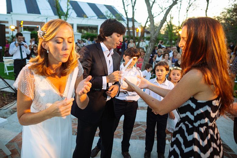 ceremonia de casamiento con velas en astilleros milberg