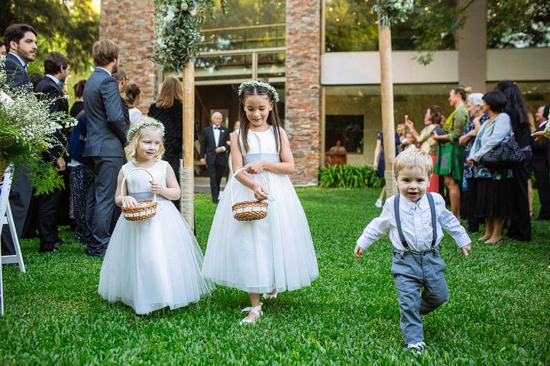 fotos de niños en cortejo de casamiento en Rincon de pilar