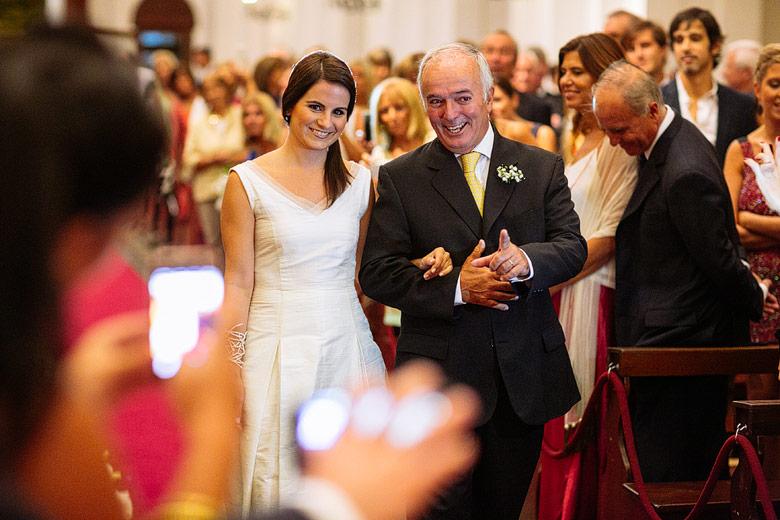 fotos de entrada de novia en la Parroquia San Ignacio de Loyola