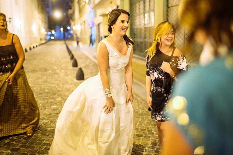 fotos estilo candid de casamiento en las calles de san telmo