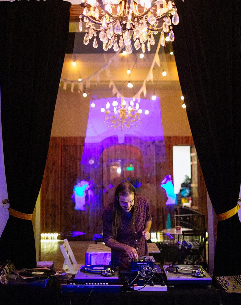 DJ de vinilos Paco Gallardo de Exile's disqueria en Casa Guerrero